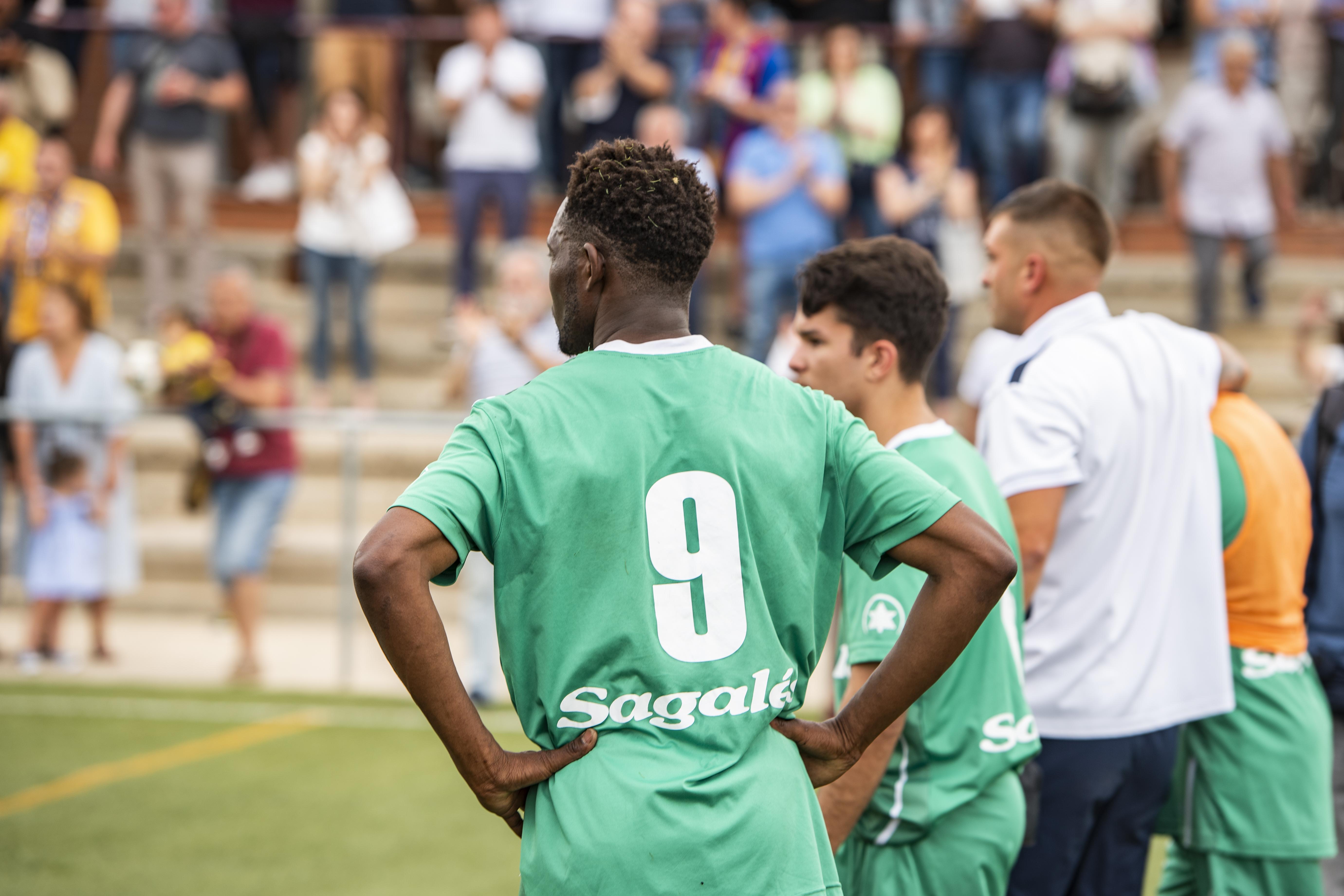 Els jugadors del CF Caldes després del partit