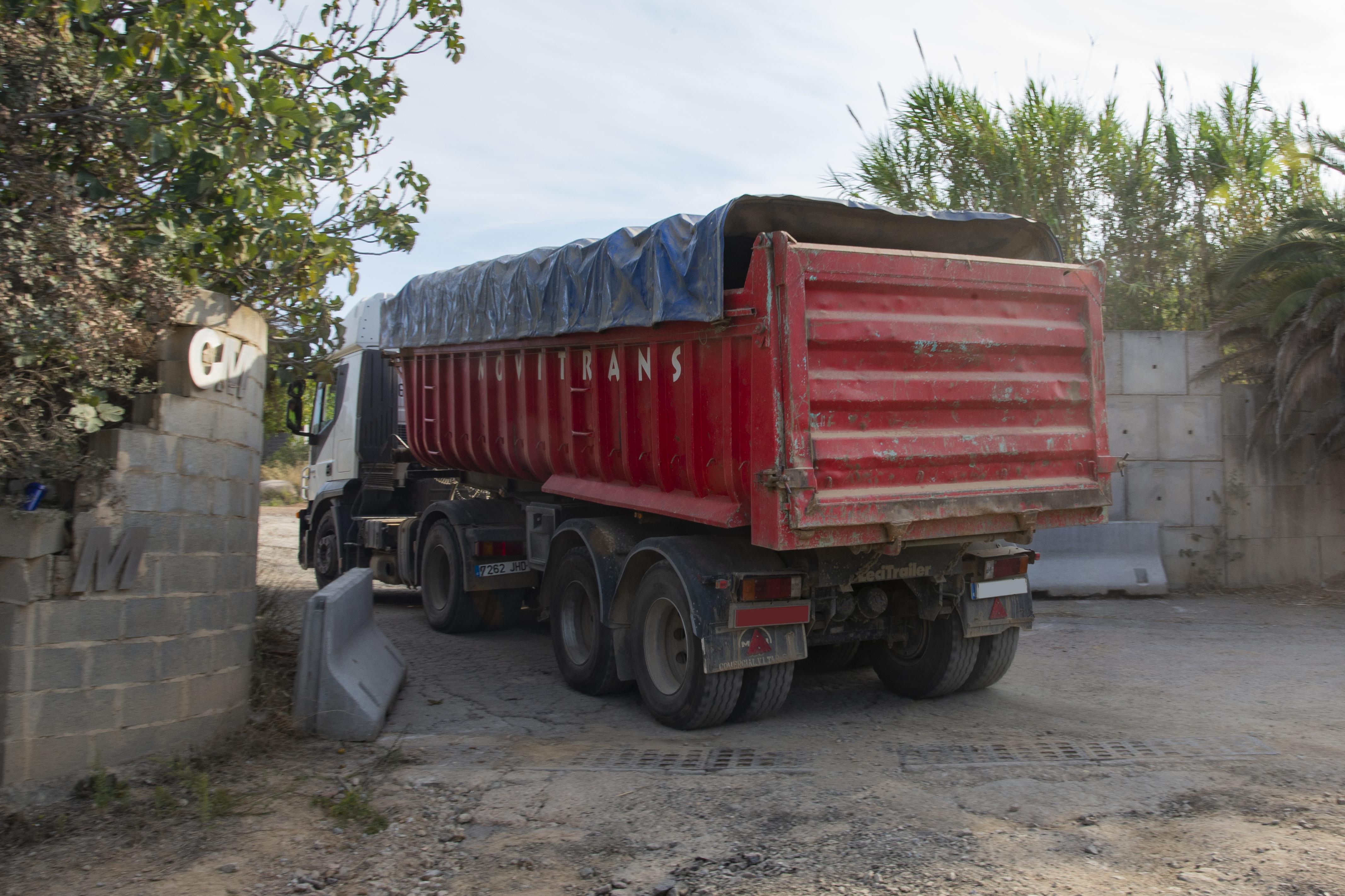 Els camions han continuat amb la seva feina després de la manifestació